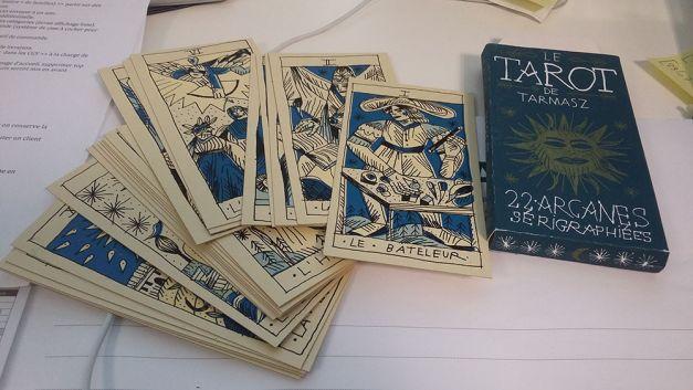 Coffret du jeu de Tarot dessiné par Tarmasz avec les 22 arcanes sérigraphiées